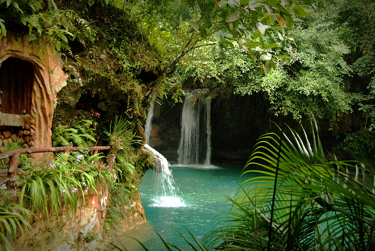 kawasan waterfalls photo cebu